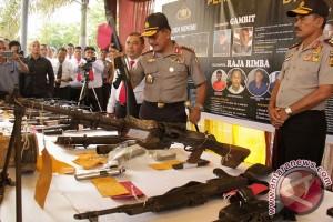 Periksa Senjata Kelompok Kriminal