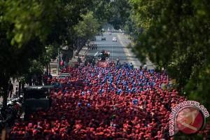 Ribuan buruh tuntut penghentian PHK