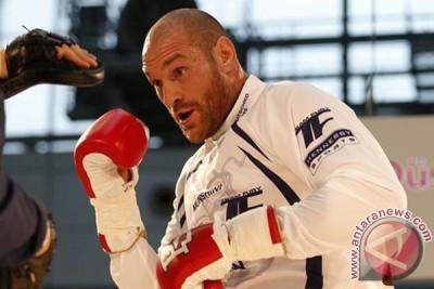 Fury tunda pertarungan ulang dengan Klitschko
