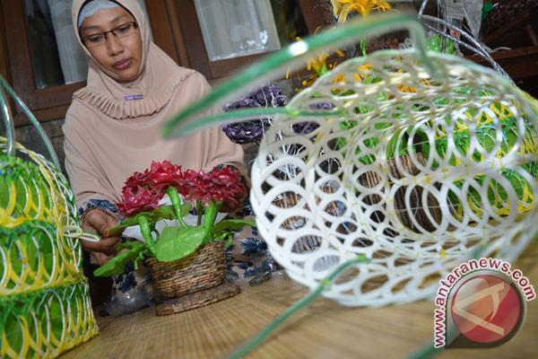 Murid MI Amir Al Jannah Tipulue Bone Buat Kerajinan Tangan dari Sampah  Plastik  8f64589627
