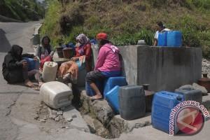 Warga pelosok Garut kesulitan air