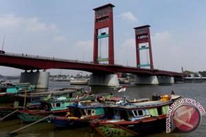 Jembatan Ampera jadi pusat kuliner saat gerhana 9 Maret