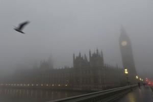 Kabut tebal sebabkan sekitar 100 penerbangan di Heathrow dibatalkan