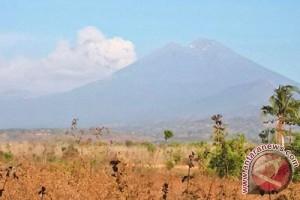 Pemerintah diminta buka jalur pendakian Rinjani