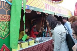 Kudapan Indonesia laris di Farmers Market Praha