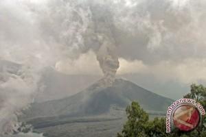 Ratusan wisatawan dievakuasi dari Rinjani
