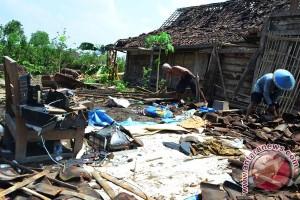 39 rumah rusak diterjang puting beliung