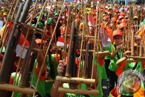Yogyakarta akan tata pengamen angklung lampu merah