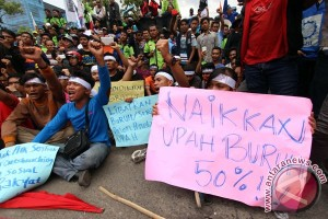 Unjuk rasa buruh di Medan timbulkan kemacetan