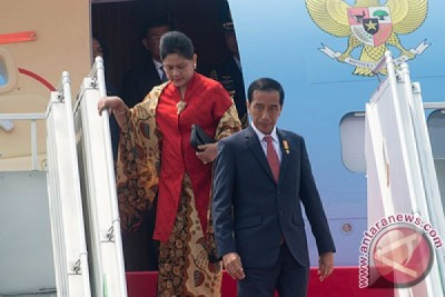 President Jokowi arrives in Philippines