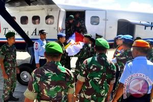 Jenazah Mayor Inf de Fretes dievakuasi ke Jayapura