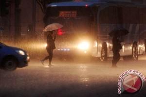 BMKG perkirakan Jakarta-Bogor hujan Minggu siang