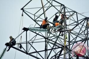 Warga miskin Madiun terima bantuan listrik gratis