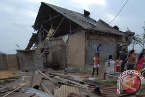 Sedikitnya 60 rumah rusak akibat badai di Batam