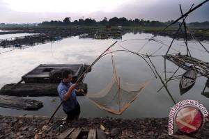 Menteri Basuki minta keramba di Danau Sipin ditata