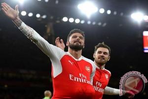Hattrick Giroud antar Arsenal ke babak 16 besar Liga Champions