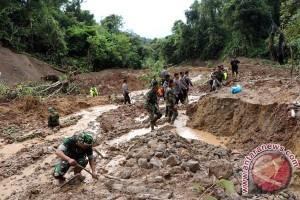 Sedang cari durian, warga Aceh Selatan terseret banjir