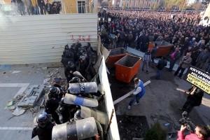 Ribuan demonstran Albania tuntut pengunduran diri PM