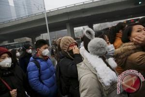 Beralih ke mobil terbarukan, Tiongkok berjuang kendalikan polusi