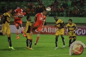 Mitra Kukar kalahkan Persija 3-1