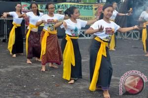Tari Sang Hyang Dedari selamatkan sawah Bali