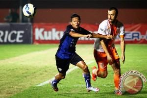 "Panpel Arema ""sweeping"" calo tiket saat semifinal Piala Sudirman"