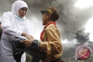 Mensos serahkan bantuan ke korban erupsi Bromo