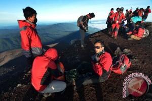 Ratusan pendaki siap gelar upacara bendera di Gunung Kerinci