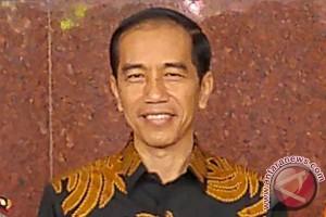 Jokowi hampiri pengunjung pesta rakyat Raja Ampat