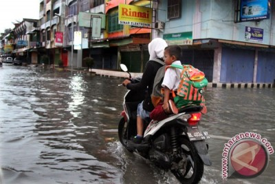 Kota Pangkalpinang hampir lumpuh akibat banjir