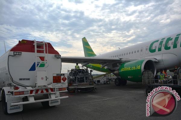 Tarif pesawat terbang komersial turun lima persen