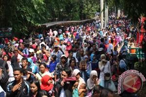 Pengunjung Ragunan tembus 100.000 orang