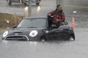 Ribuan orang dievakuasi di California dan Nevada karena banjir