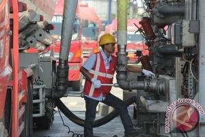 Harga minyak menguat lebih dari empat persen