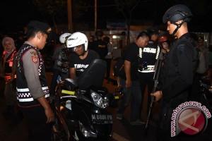 Operasi cipta kondisi, polisi bersenjata lengkap dikerahkan