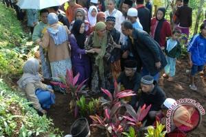 Pemakaman Korban Keracunan Massal