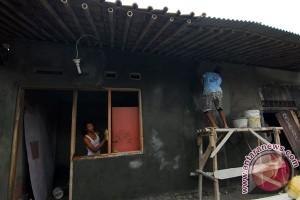 HUT RI Pelindo-IV bedah 40 rumah veteran