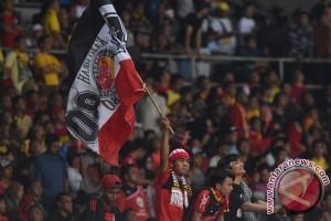 GBK dipenuhi suporter Semen Padang dan Mitra Kukar