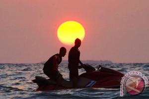 Libur Lebaran, pantai Padang dikunjungi 50.000 orang per hari