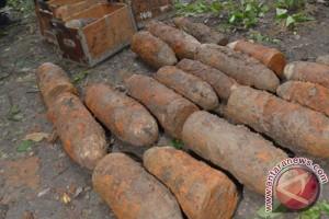 Tiga karung berisi mortir ditemukan di Karawang