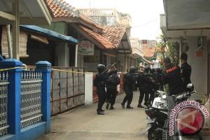 Penggeledahan Rumah Tersangka Teroris
