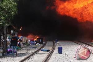 Kebakaran di Kampung Bandan ganggu perjalanan kereta