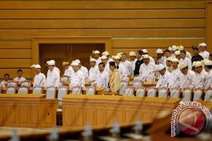 Anggota parlemen Myanmar ciptakan lagu perpisahan