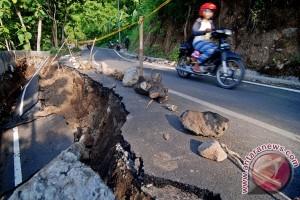 Jalan Alternatif Semarang - Ungaran Longsor