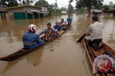 Banjir di Bangka Tengah terus meluas, aktivitas lumpuh total