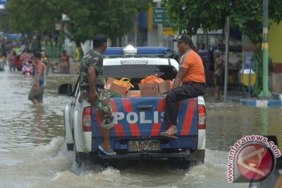 Sampang lumpuh diterjang banjir