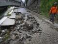 Jalan Ambrol Akibat Hujan