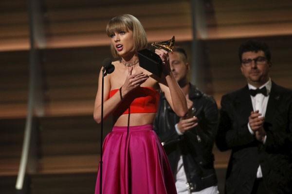 Taylor Swift Tulis Lagu Untuk Little Big Town