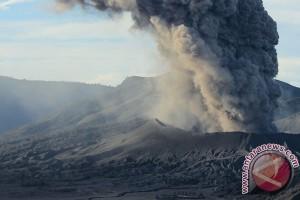 Semburan Abu Vulkanik Bromo