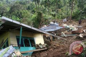 Tanah longsor rusak rumah warga Kabupaten Malang